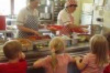 Hogyan egyen a gyermek az óvodában, iskolában, ha speciális diétára van szüksége?