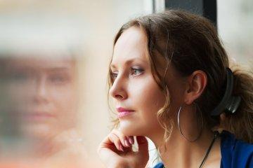 Szülés utáni depresszióban szenved? Lehet, hogy pajzsmirigyzavar okozza!