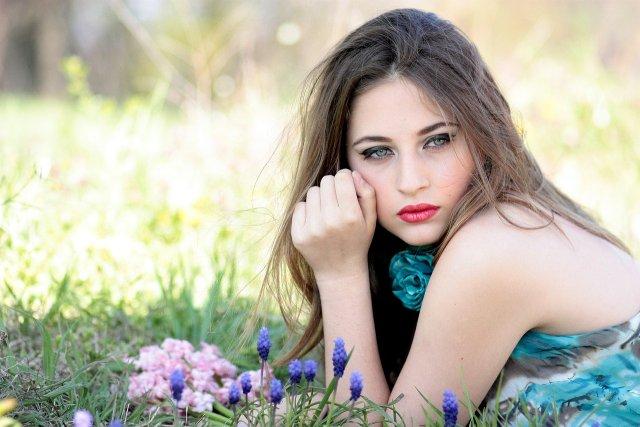 A zsíros, pattanásos bőr a tiniknél hormonzavarra is utalhat